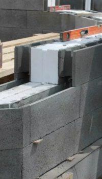 Хороший вариант для холодных регионов: несъёмная опалубка из мелкозернистого бетона с утеплительной прослойкой
