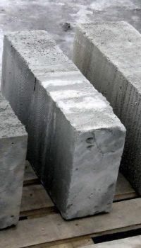 Неавтоклавные блоки видно невооружённым глазом