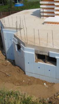 Полностью монолитный этаж готов, подготовлена опалубка для бетонирования надземной части здания