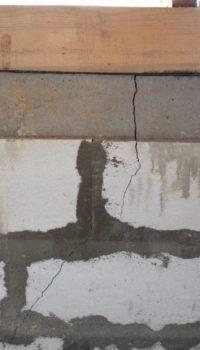 Трещины - результат усадки кладки под нагрузкой