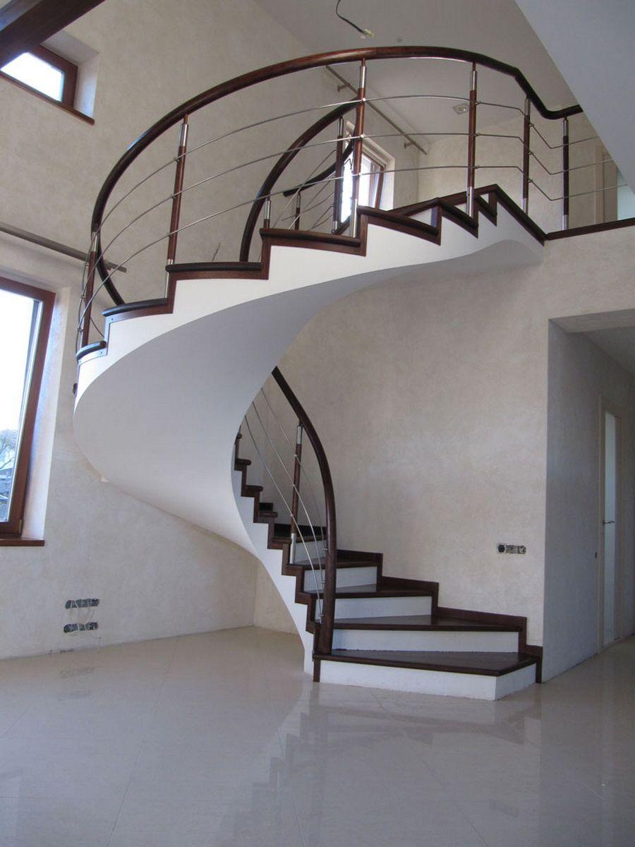 Сложная по форме поворотная лестница из бетона – модерн